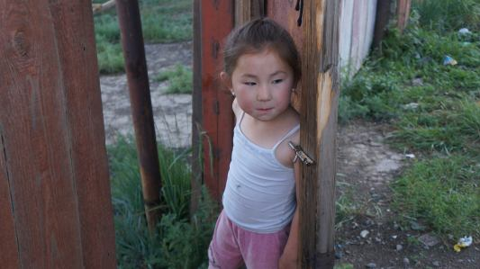 tyttö slummista